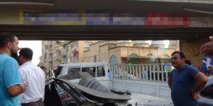 Şanlıurfa Birecik'te TIR'ın çarptığı kamyonet köprüden uçtu: 3 yaralı