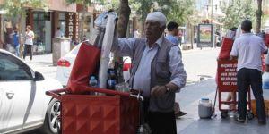 Cemil Amca Diyarbakır Sur'da ekmeğini şerbetten çıkarıyor