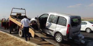Çınar Beşpınar yakınlarında 2 araç çarpıştı: 1'i ağır 4 yaralı