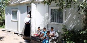 Van'da ihtiyaç sahibi aile konteynerden kurtuluyor
