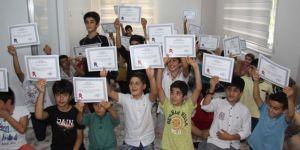 Hizmet-Der'den eğitimlerini tamamlayan öğrencilere başarı belgesi