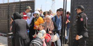 Bayram için ülkelerine giden Suriyelilerin geçişi bugün de devam etti