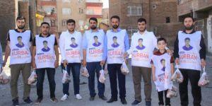 Diyarbakır'da Yasinler kurban eti dağıtmaya devam etti