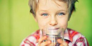 Cildin elastikiyetini korumak için su tüketimi çok önemli