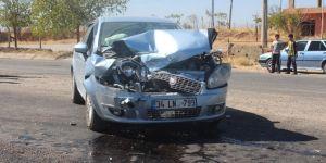 Adıyaman Kahta'da TIR ile otomobil çarpıştı: 1 yaralı