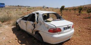 Gaziantep-Nizip Karayolunda otomobil şarampole yuvarlandı: 2 yaralı