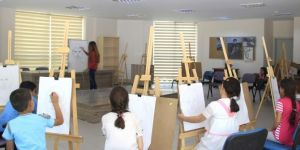 Van Büyükşehir Belediyesinden çocuklara resim kursu