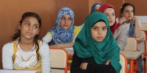 Zarokên Sûriyeyî digel trawmaya ku dijîn dîsa jî ji dahatûyê hêvîdar in