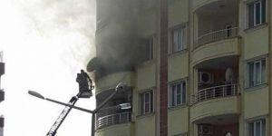 Evde çıkan yangında 3 kişi zehirlendi