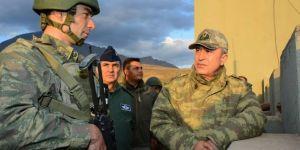 Genelkurmay Başkanı Akar sınırda incelemelerde bulundu