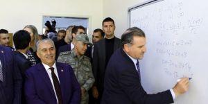 Gençlik ve Spor Bakanı Derik'te açılan lisede sınıfları gezdi