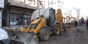 Diyarbakır Sur'da altyapı çalışmasında kullanılan kepçe kundaklandı