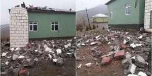 Şiddetli rüzgar nedeniyle caminin minaresi yıkıldı