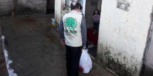 Umut Kervanı Tatvan'da yardımlarda bulundu