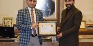 Kozluk'ta öğretmenlere başarı belgesi verildi