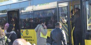 """Diyarbakırlılar belediyeden """"Pembe Otobüs"""" talebinde bulundu"""