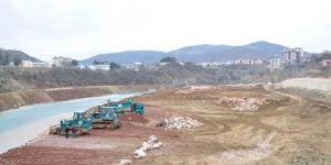 Tunceli'de kıyı düzenleme ve köprü çalışmaları sürüyor