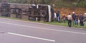 Endonezya'da otobüs kazası: 27 ölü