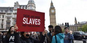 """İngiltere'de on binlerce insan """"modern köle"""""""