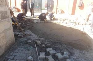 Diyarbakır'da kilit parke taşı çalışmaları devam ediyor