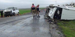 Öğrenci servisi ile hafif ticari araç çarpıştı: 11 yaralı VİDEO-FOTO