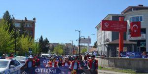 Diyarbakır'da Aspim Otizm Farkındalık yürüyüşü gerçekleştirdi