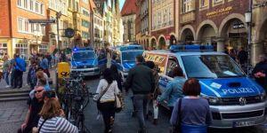 Almanya'da bir araç kalabalığın içine girdi: 4 kişi öldü