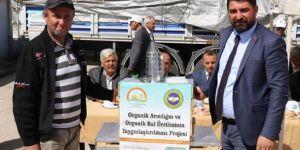 Elazığ'da arıcılara organik kovan dağıtıldı