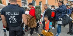 Almanya iltica başvurularını yeniden inceleyecek