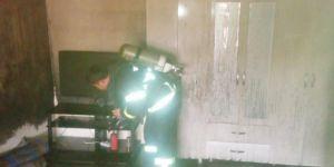 Mardin Derik't elektrik kontağından çıkan yangın evi kullanılamaz hale getirdi