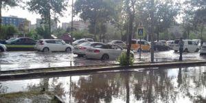 Diyarbakır'da kuvvetli sağanak trafiği olumsuz etkiledi