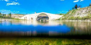 """Artukluların şaheseri """"Malabadi Köprüsü"""" dimdik ayakta VİDEO-FOTO"""