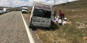 Köy minibüsü yoldan çıktı: 8 yaralı