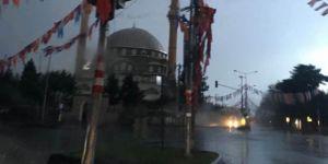 Diyarbakır'da cami minaresine yıldırım isabet etti