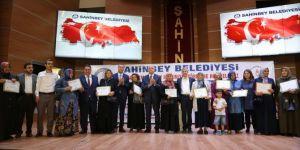 Gaziantep'te okuma-yazma kursunu tamamlayan kadınlara sertifikaları verildi
