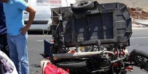 Diyarbakır-Şanlıurfa Karayolunda ticari araç sepetli motosiklete çarptı