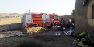 Çınar'ın Düzova Mahallesinde çıkan yangında ev küle döndü