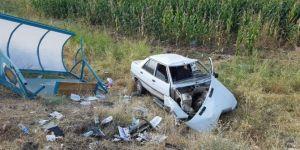 Diyarbakır Bismil'de otomobil durağa çarptı: 1 yaralı