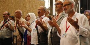 The first hajj group departs from Istanbul