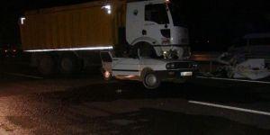 Çınar'da kamyon otomobili ezdi: 1 yaralı