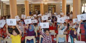 Bitlis'te yaz Kur'an kursu öğrencileri bilgi yarışmasında ter döktü