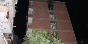 Diyarbakır Bağlar Şeyh Şamil Mahallesi'nde kimsenin olmadığı evde çıkan yangın korkuttu