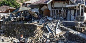 Endonezya'daki depremde ölenlerin sayısı artıyor