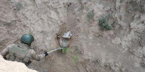 Başkale'de toprağa gömülü patlayıcı imha edildi