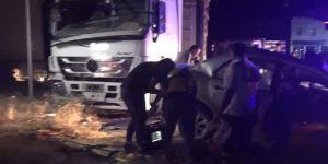 Elazığ Kovancılar'da otomobil park halindeki TIR'a çarptı: 3 ölü