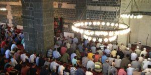 Diyarbakır'da bayram namazında camiler doldu taştı