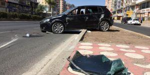 Diyarbakır-Şanlıurfa Karayolunda orta refüje çarpan araç kaldırıma çıktı