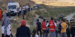 Siirt-Eruh karayolunda 2 araç kafa kafaya çarpıştı: 7 yaralı