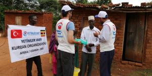 Hayırseverlerin bağışladığı kurban etleri Uganda'da dağıtıldı