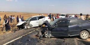 Çınar'da 2 araç kafa kafaya çarpıştı: 3 ölü, 7 yaralı